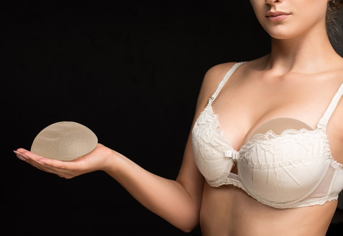 Silicone vs saline breast implants