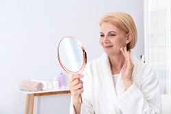 Tips for choosing a facelift surgeon