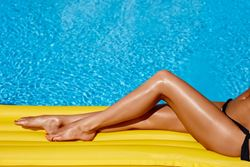 How can plastic surgery make my legs thinner?